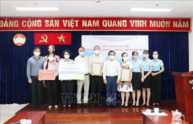 胡志明市祖国阵线接收各家企业捐赠的抗疫资金 hinh anh 1