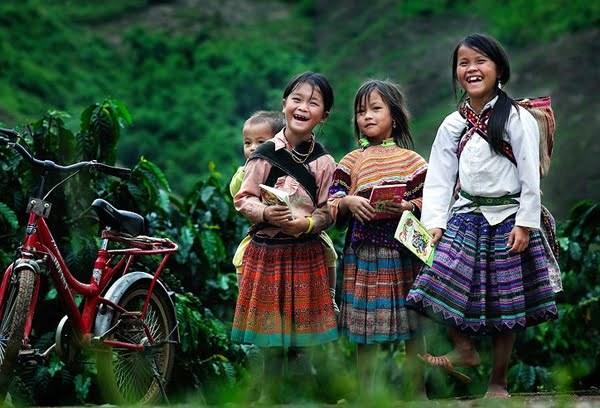 打造女童身处其中的未来画面:传播鼓励少数民族女孩学习的50个励志故事 hinh anh 2