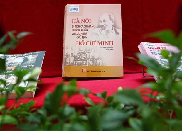 纪念首都河内解放日67周年的图书报刊展以线上形式举行 hinh anh 1