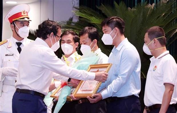 胡志明市对支援该市新冠肺炎疫情防控工作的人员给予表彰 hinh anh 2