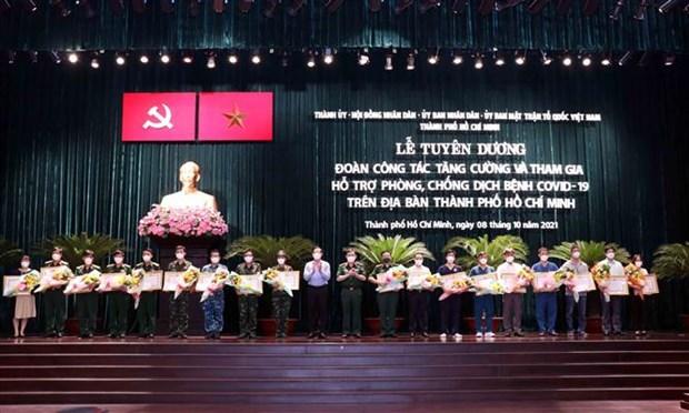 胡志明市对支援该市新冠肺炎疫情防控工作的人员给予表彰 hinh anh 1