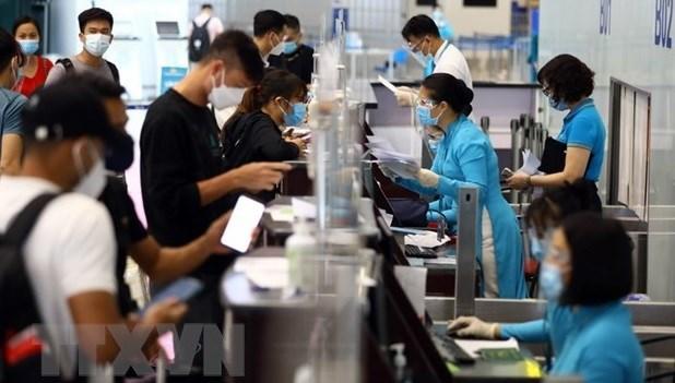 越南政府总理要求安全有序恢复客运活动 hinh anh 1