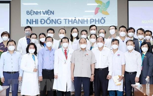 越南国家主席阮春福走访胡志明市儿童医院 hinh anh 1