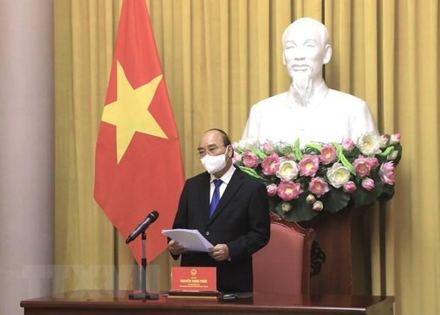 越南国家主席阮春福会见驻外大使和代表机构代表 hinh anh 2