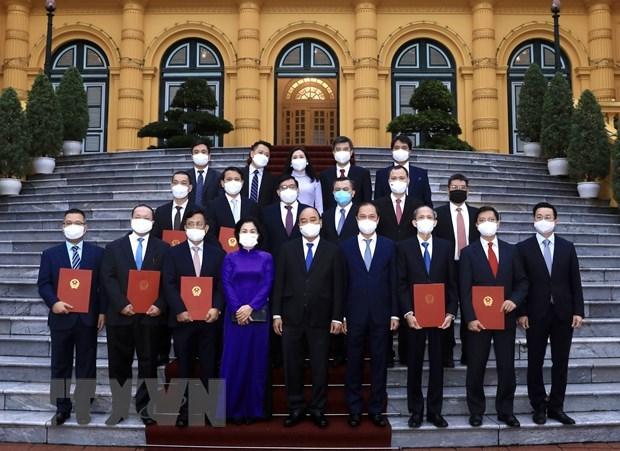 越南国家主席阮春福会见驻外大使和代表机构代表 hinh anh 1