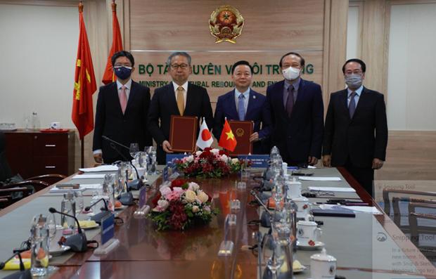 越南与日本签署低碳增长合作谅解备忘录 hinh anh 1
