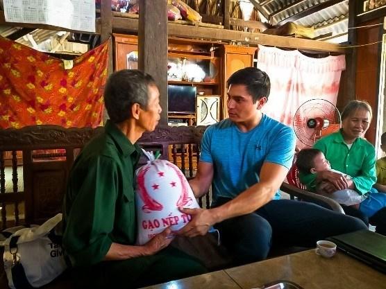 """美国教师与在越南""""点燃希望""""之旅 hinh anh 1"""