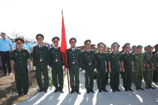 组图:李山岛最高山峰上的升旗仪式 hinh anh 4